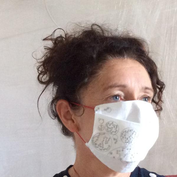 masque brodée-série limitée- cadeau de mariage-cadeau de naissance- objet emblématique 2020 -